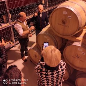 Virgil Ianțu a primit cadou de ziua lui un baric cu vin de la Budureasca!